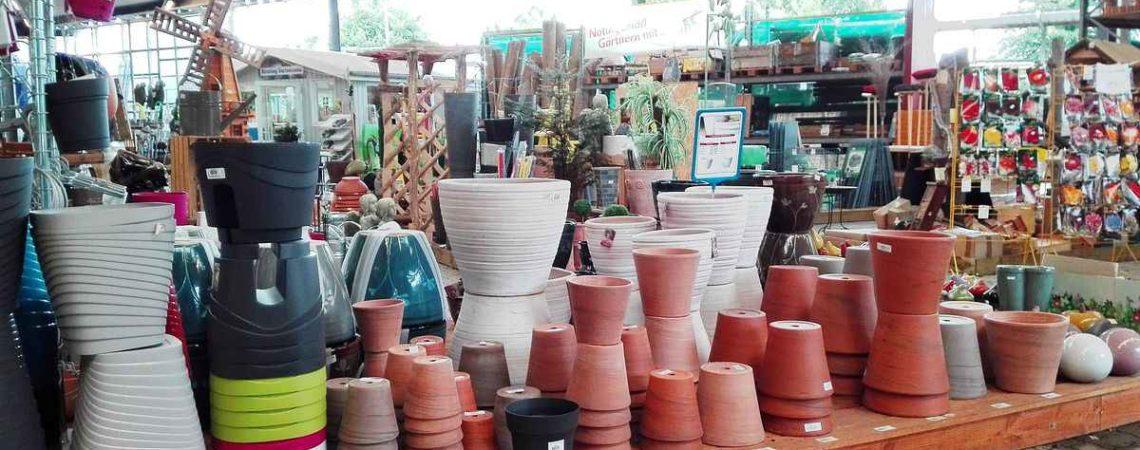 Töpfe und Pflanzgefäße für dem Garten in unserem Gartenmarkt