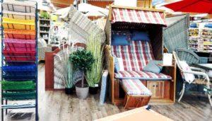 Strandkörbe in der Gartenmöbel-Ausstellung
