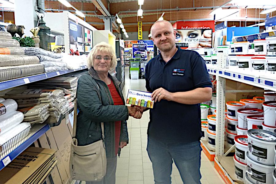 Gewinnerin Frau Detlefsen und und bauXperte Marco Thomsen